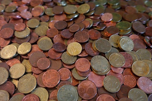 Prix de cuivre et tas de pièces